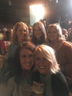 Dierks Bentley with the girls